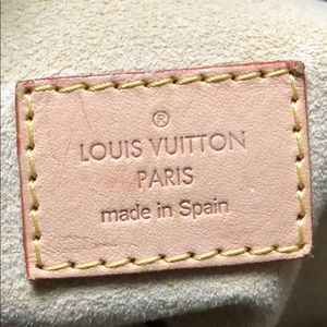Louis Vuitton Bags - Louis Vuitton Artsy Monogram Bag